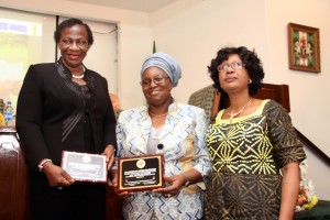 MRS-OMOLARA-EROGBOGBO-P.S.-LAGOS-STATE-MINISTRY-OF-EDUCATION-DAME-ABIMBOLA-FASHOLA-RECIEVEING-AWARD-ON-BEHALF-OF-PETER-AND-PAULA-IMAFIDON