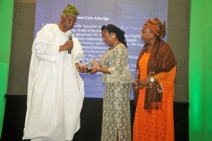 Emeritus Professor Akinkugbe presents the award for Outstanding contributions to the Field of Public Health to Professor Uche Amazigo while Mrs Francesca Emanuel watches on 1